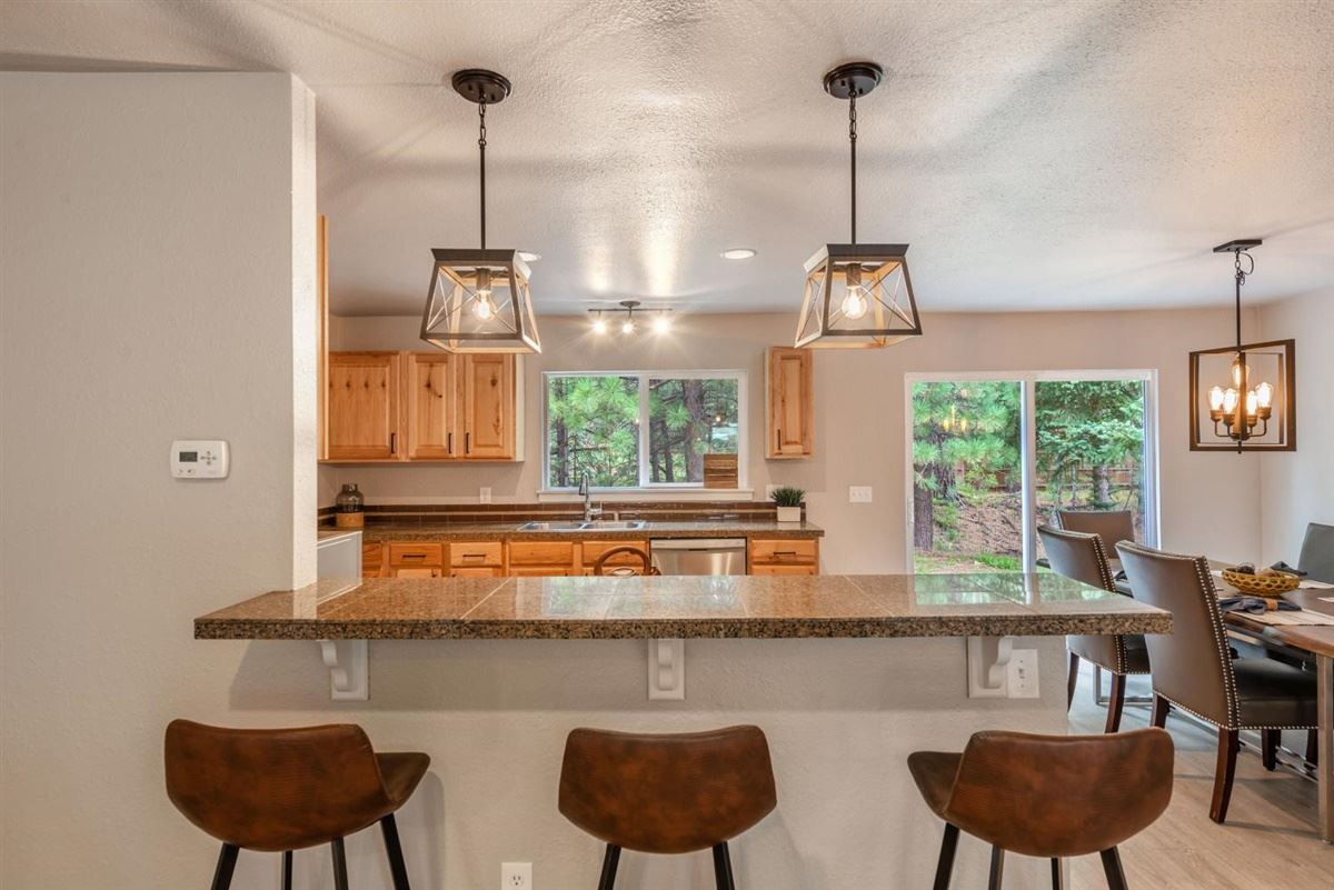 Additional photo for property listing at 10690 Martis Valley Road Truckee, California 96161 Estados Unidos