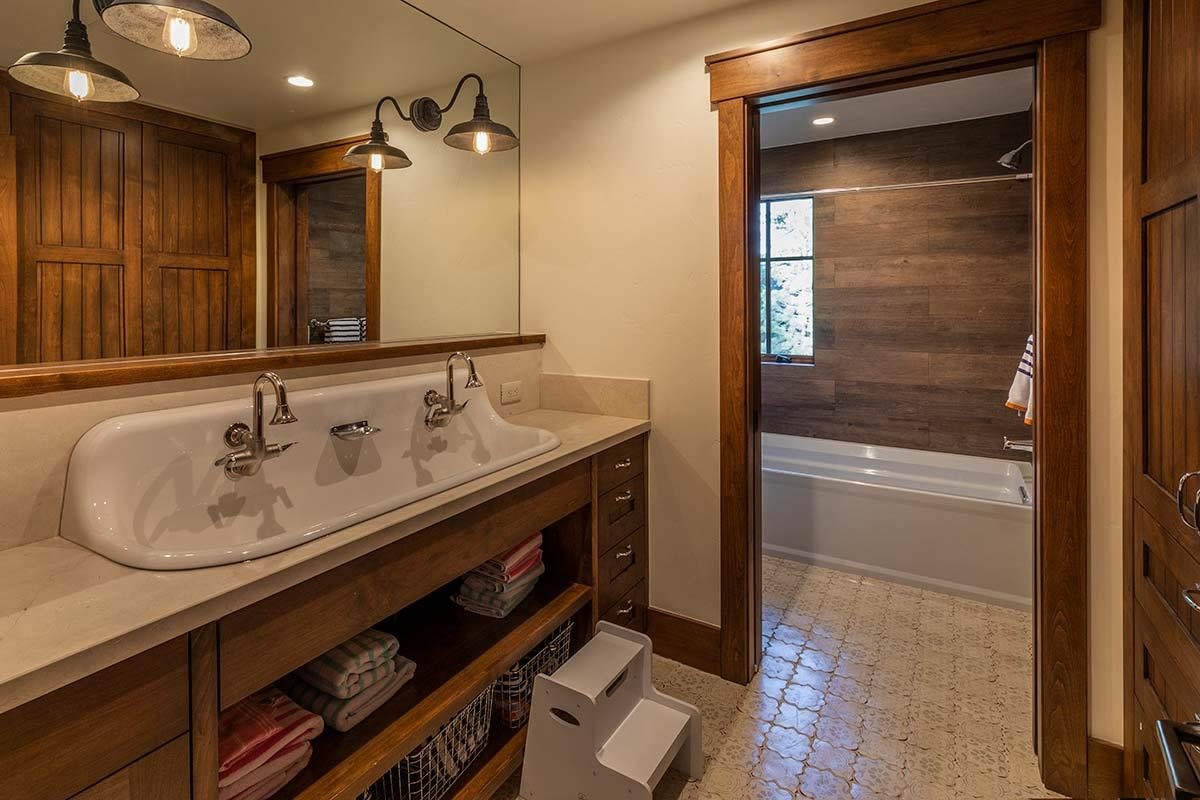 Additional photo for property listing at 9630 Dunsmuir Way Truckee, California 96161 Estados Unidos