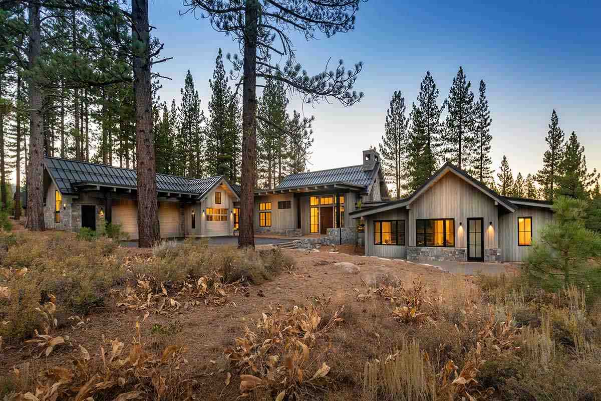 Single Family Homes por un Venta en 9648 Dunsmuir Way Truckee, California 96161 Estados Unidos