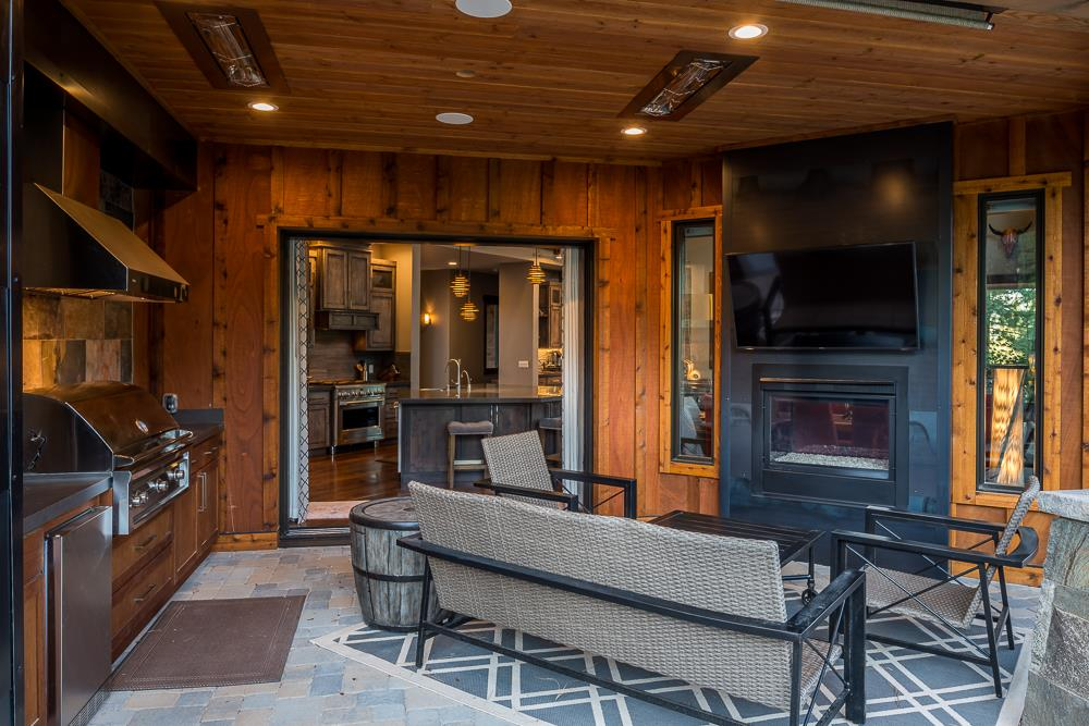 Additional photo for property listing at 9328 Heartwood Drive Truckee, California 96161 United States