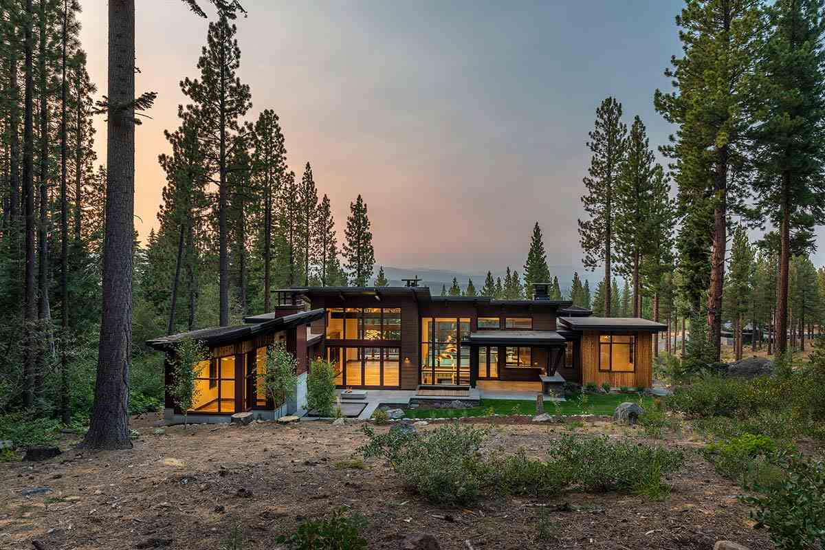 Single Family Homes for Active at 8160 Fallen Leaf Way Truckee, California 96161 United States