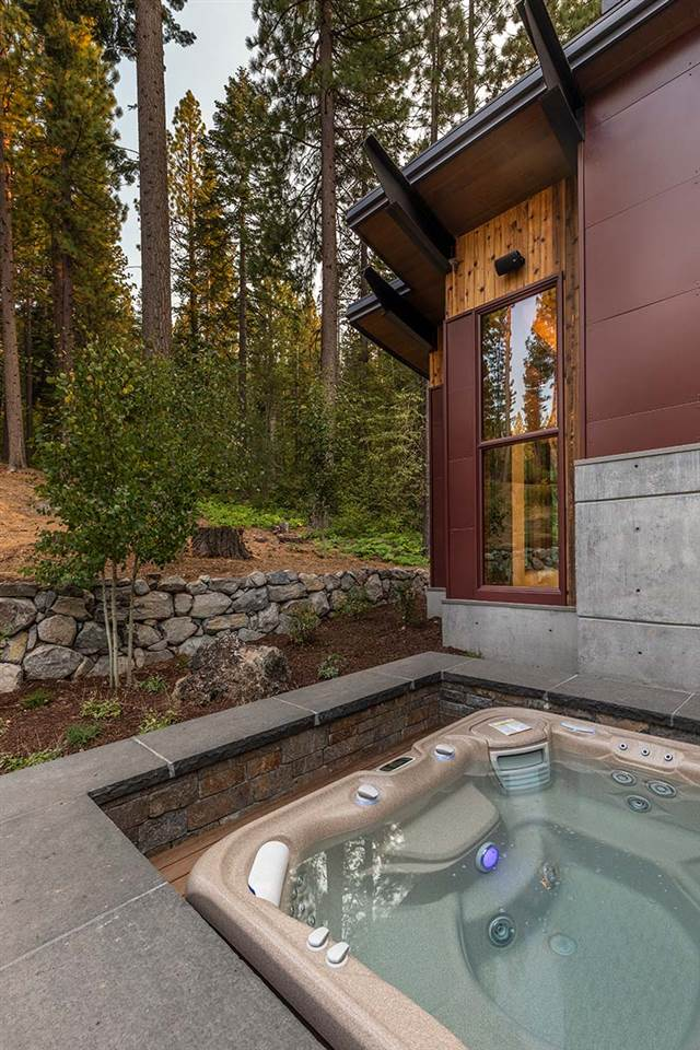 Additional photo for property listing at 8160 Fallen Leaf Way Truckee, California 96161 United States