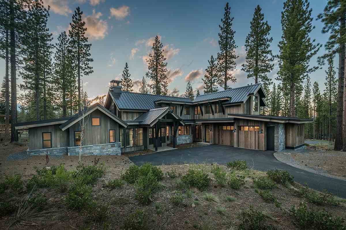 Single Family Homes por un Venta en 8313 Kenarden Drive Truckee, California 96161 Estados Unidos